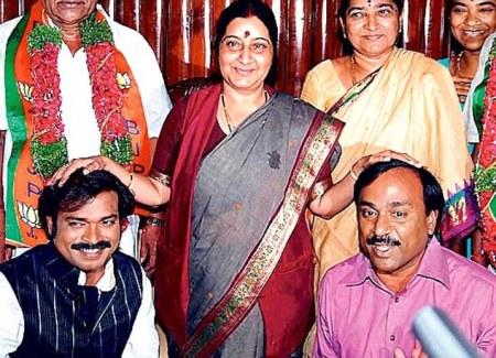 reddy-brothers-with-shusma-swaraj